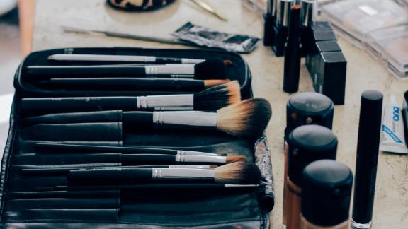 Makeup for hot flushes by Caroline Barnes