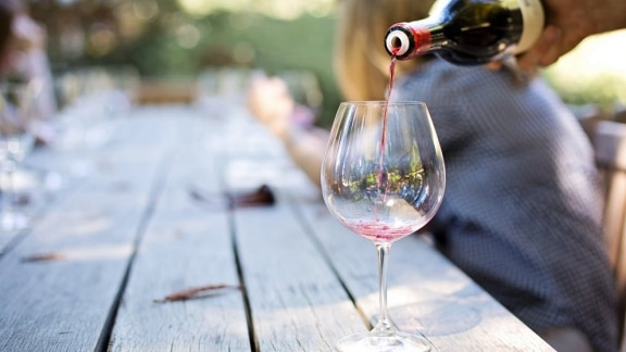How does alcohol affect menopause?